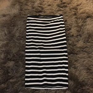 Black/White striped fitted midi skirt